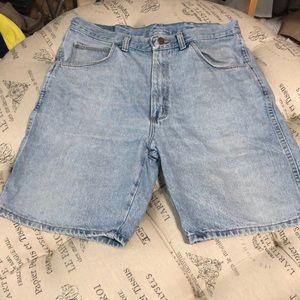 Wrangler light wash shorts size 34